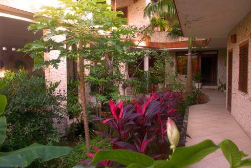 jardim em torno da mansão